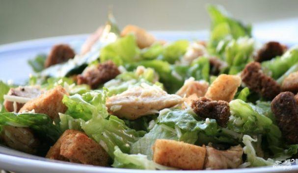 ТОП-9 вкусных салатов с сухариками