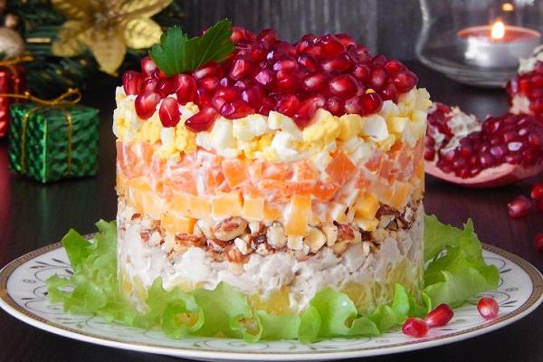 Салат Красная шапочка: с курицей и сыром