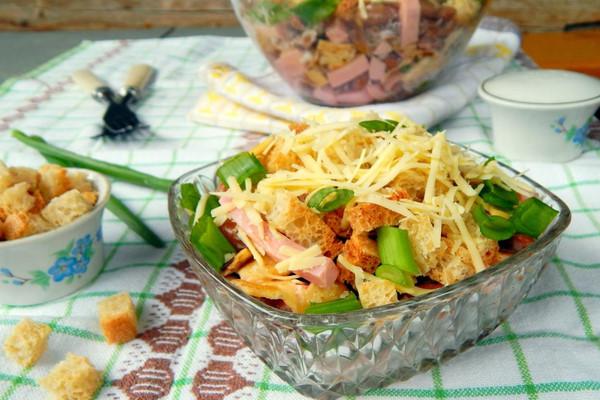 Салат «Сырный рай» с сухариками — все просто, но так вкусно!