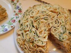 Красивый праздничный салат «Шарлотка». Удивите своих гостей