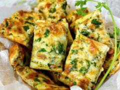 Завтрак на скорую руку — Яично-чесночные гренки с сыром и зеленью