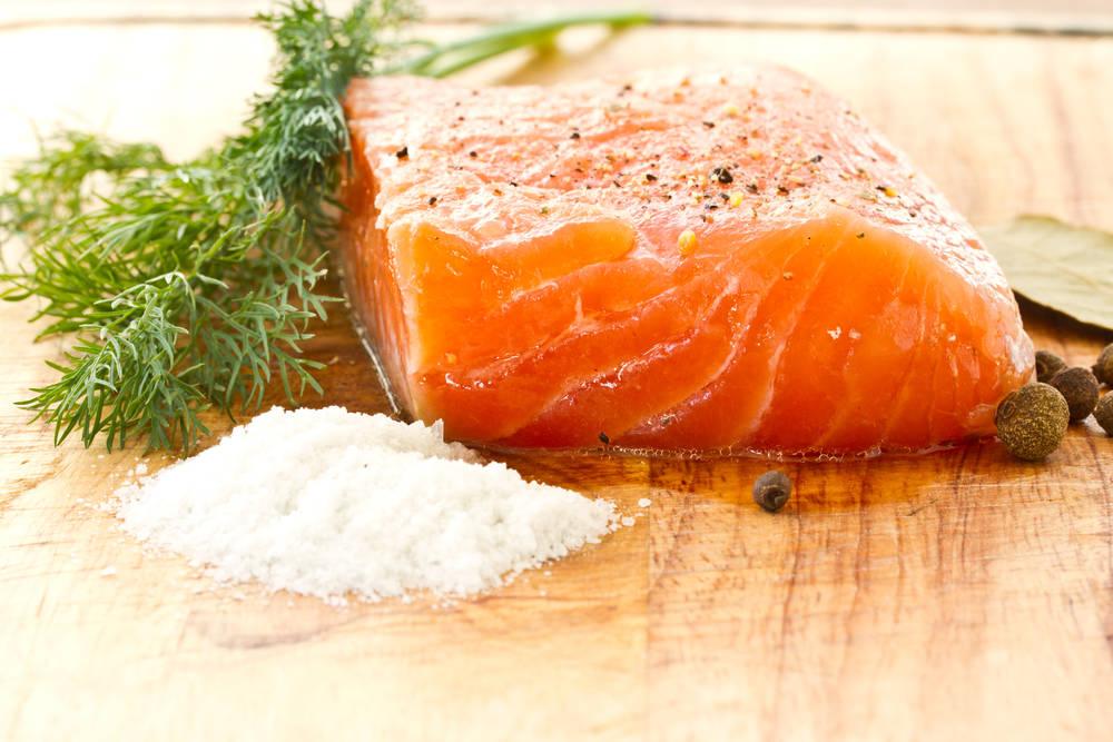Очень нежная соленая рыбкa: готовлю только так!