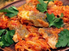 Фирменный рецепт приготовления рыбы в томате с морковью