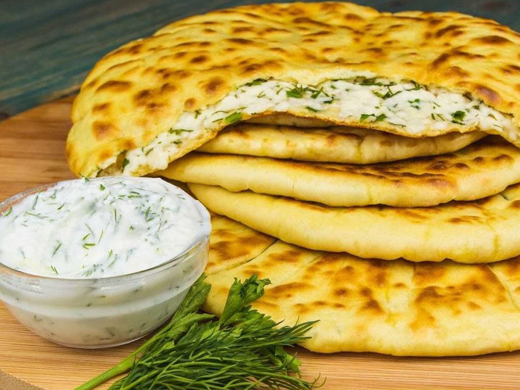 Лепёшки с сыром и зеленью, которые надуваются при жарке