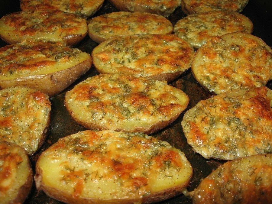 Необычайно вкусная и ароматная чесночная картошечка! Готовится очень просто!